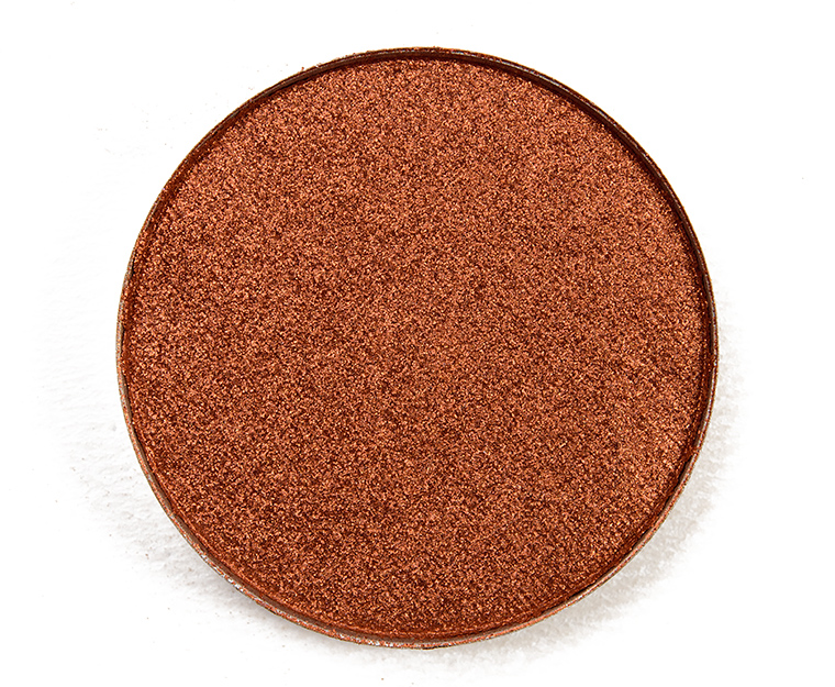 Shadow with cracked pressed powder and vibrant colors