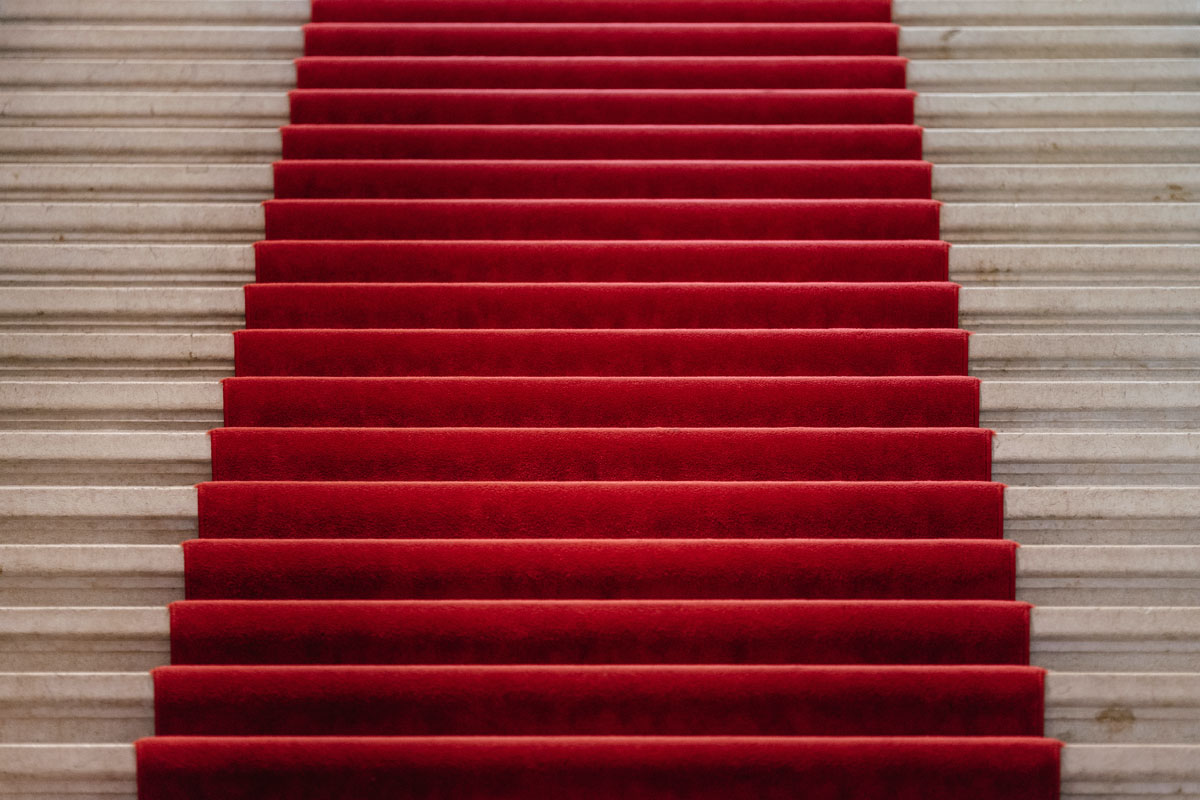 Decorate Red Carpet Style How to Host a Glamorous Grammys Party