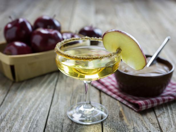 Caramel apple cocktails for weddings