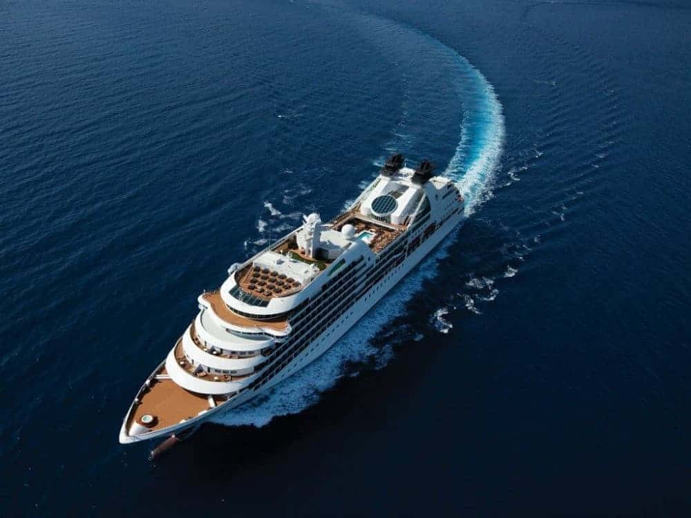 LUXURIOUS CRUISE SHIPS - THE BEST OF BOTH WORLDS 09 luxurious cruise ships Luxurious Cruise Ships – The Best Of Both Worlds LUXURIOUS CRUISE SHIPS THE BEST OF BOTH WORLDS 09